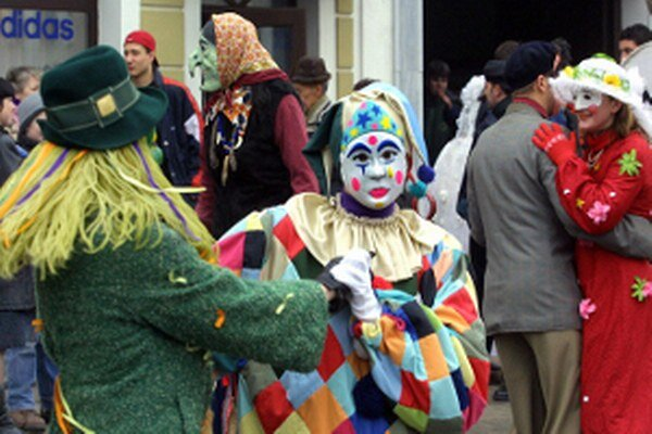 Fašiangy v obciach a mestách vyvrcholia sprievodmi a zábavami.