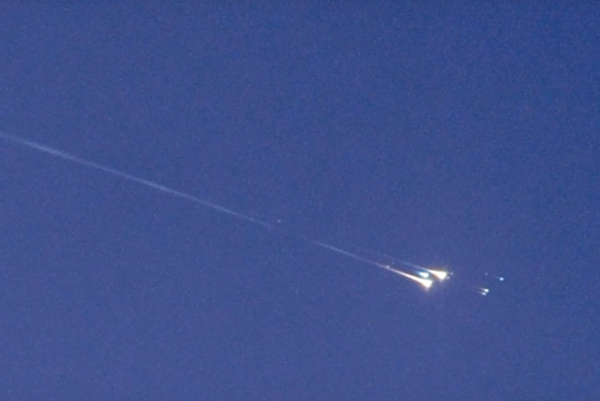 Teleso WT1190F pri vstupe do atmosféry Zeme.