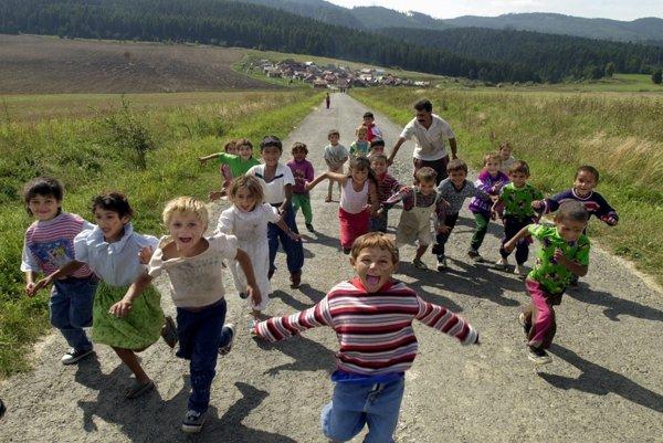 Cesty medzi jednotlivými obcami na Spiši sú úzke. Ohrozené sú hlavne deti, ktoré každý deň dochádzajú do školy.