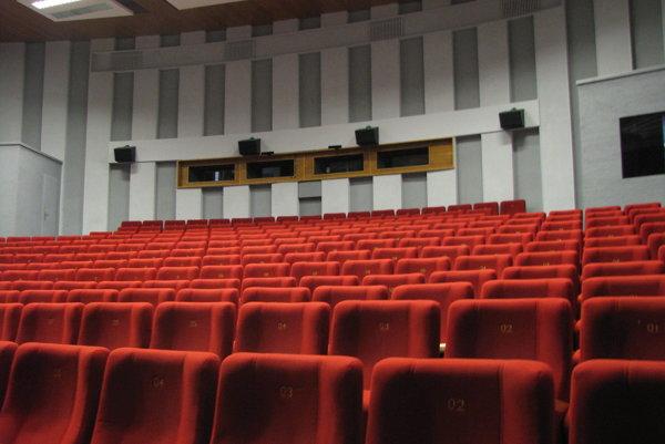 Kino Hviezda je jediná mestská sála určená na kultúru.