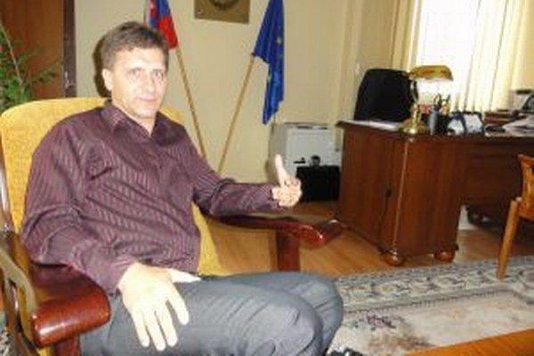 Milan Galaba sa dva roky po voľbách dočkal, je župným poslancom.