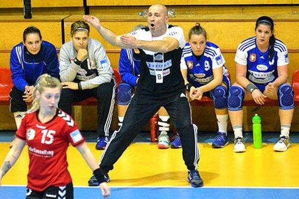 Tréner Michal Lukačín prežíval zápas v Plzni dosť emotívne, s výkonom tímu nebol spokojný.