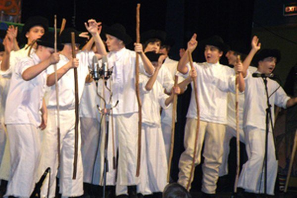 Folklórny súbor Malý Vtáčnik vystúpi v Dome kultúry v Prievidzi 21. 12. o 15. a o 18. h.