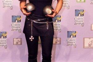 Britney v čase najväčšej slávy s rukami plnými cien