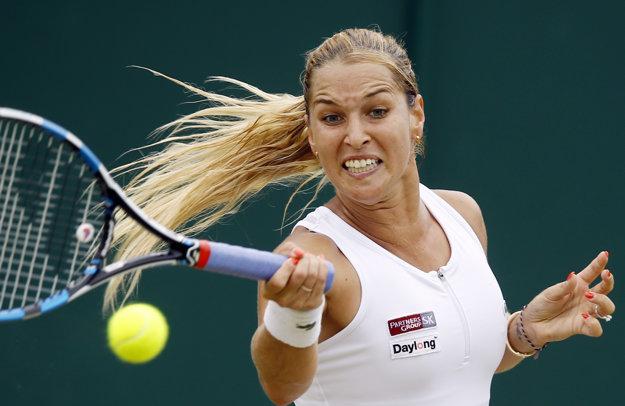 Dominika Cibulková prvý zápas po svadbe zvládla.