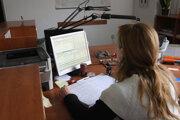 Pracovníci na mestských úradoch sa počas dovolenkového obdobia zastupujú.