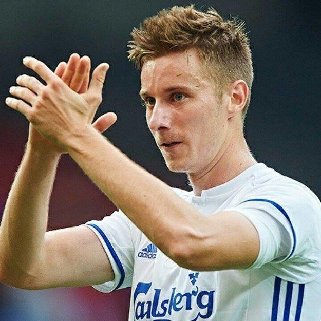 Nitriansky odchovanec nastúpil za Slovensko za ME v zápase proti Nemecku. Hneď po Eure zmenil klubový dres.