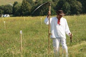 V Cigli bude súťaž v kosení trávy ručnou kosou v sobotu 30. júla.
