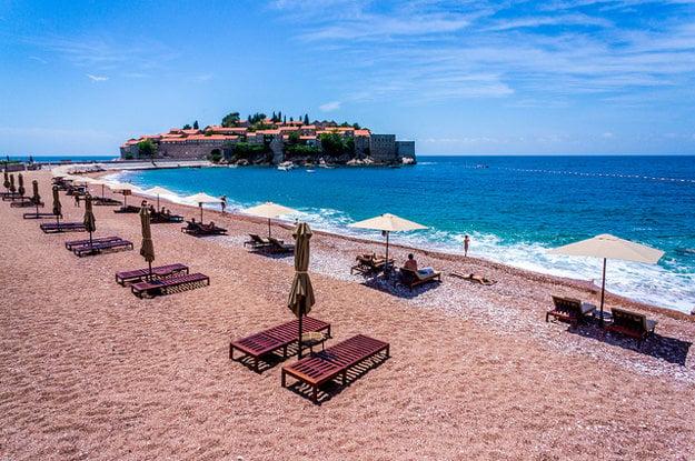 Pláž Sveti Stefan. Čierna hora.