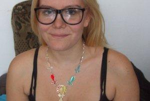 Miška Tóthová so svojím šperkom.
