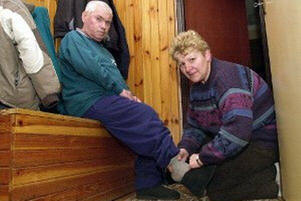 Odkázaní na opatrovanie nie sú vždy len starší ľudia.