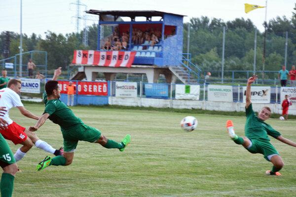 Po tejto strele Sinana Medgyesa (16) padol vyrovnávajúci gól Serede do siete Nového Mesta.