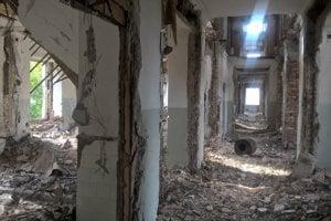 Hotel v meste Kurčatov, či skôr to, čo z neho ostalo.