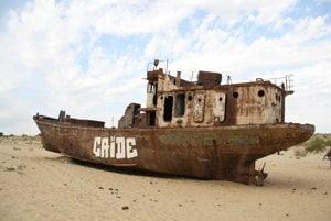 Bývalé jazero Aral dnes vyzerá takto.