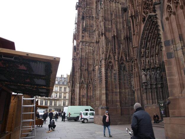 Námestie pred katedrálou.