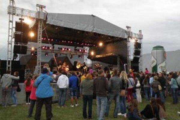 Letná pauza bude opäť na prievidzskom letisku. Pokiaľ bude zlé počasie, organizátori festival presunú do športovej haly.