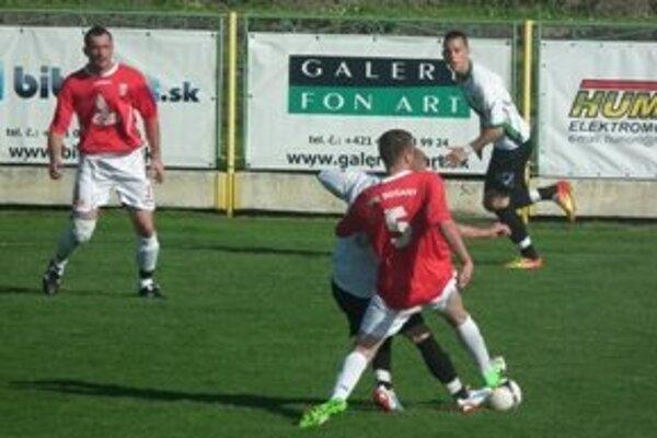 FC Baník zdolal Bošany a je už len krôčik od postupu.