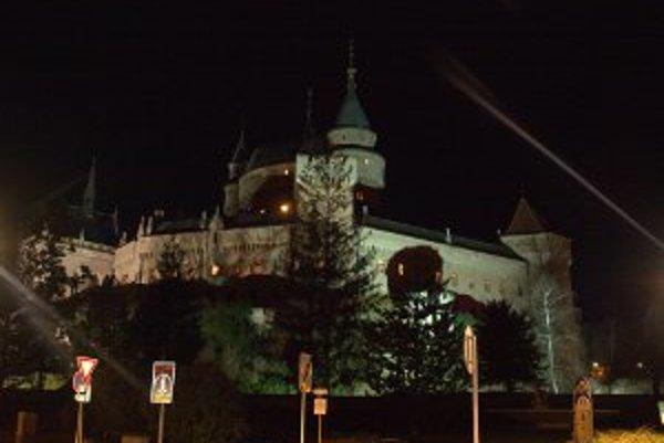 Takto osvetlený nebude Bojnický zámok jednu hodinu v sobotu večer 23. marca.