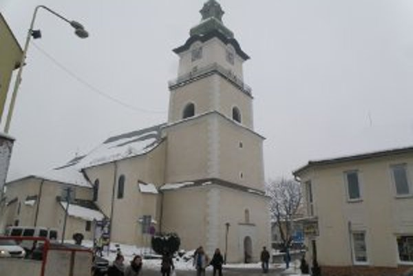 Vo veži prievidzského farského kostola je zvon, ktorý nesie meno sv. Cyrila a Metoda.