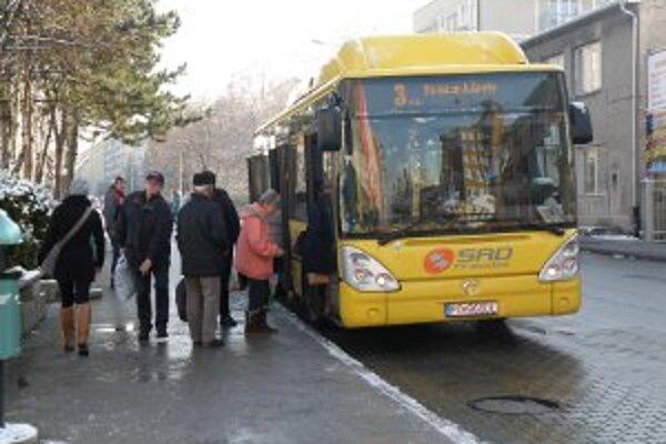 Aj autobusy MHD už jazdia podľa nového cestovného poriadku.