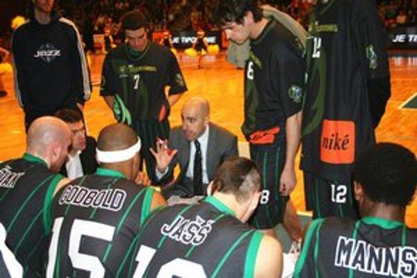 Basketbalisti BC Prievidza si z Nitry priviezli cenné víťazstvo.