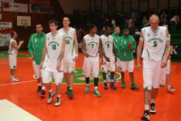 V 14. kole v sobotu 24. novembra o 18. h sa handlovskí basketbalisti predstavia na pôde lídra priebežného poradia pod Zoborom.