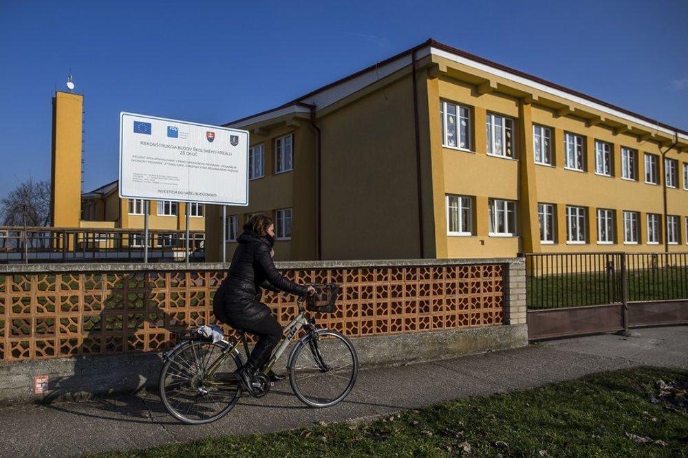 VOkoči sa zeurofondov podarilo opraviť napríklad maďarskú Základnú školu Jánosa Arnaya. Úspech žiadostí vraj nezávisí od toho, kto práve vládne.