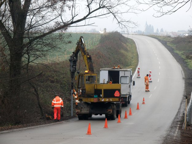 Oprava zvodidiel na ceste z Kanianky do Lazian bola nutná po smrteľnej nehode.