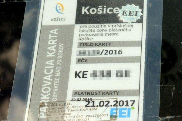 Parkovacia seniorská karta. Mesto od 1. júla zrušilo ľuďom nad 70 rokov možnosť získať ju.