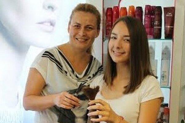 Nina s kaderníčkou Marikou.