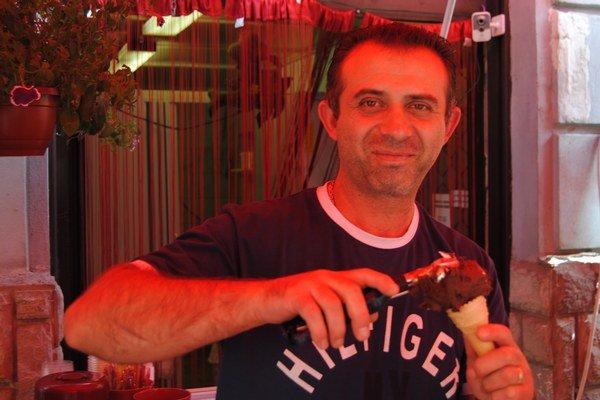 Bekim Vaiti. Jadranskú zmrzlinu predáva už roky.