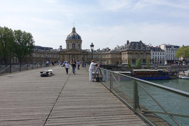 Pont des Arts v Paríži.