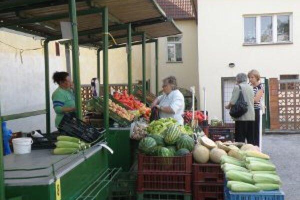 Obchodníci by na tržnici privítali viac zákazníkov.