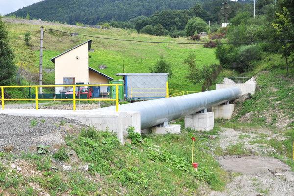 Zo skládky priemyselného odpadu sa do vody uvoľňuje arzén.