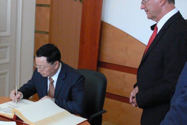 Komárno navštívil veľvyslanec Čínskej ľudovej republiky vSR Lin Lin
