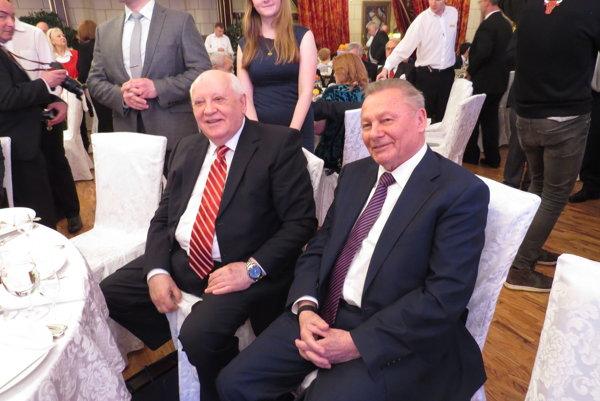 Bývalí prezidenti. Snápadom čestného občianstva pre Gorbačova prišiel Schuster.