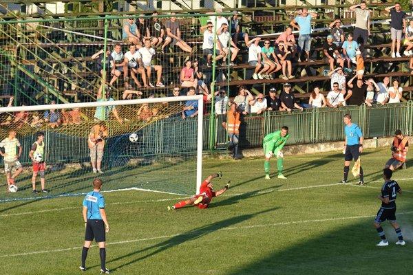 Rozhodujúca penalta vo Vranove, premenil ju slovanista Savičevič.