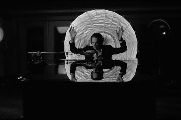 Nick Cave pomenoval svoj nový album Skeleton Tree.
