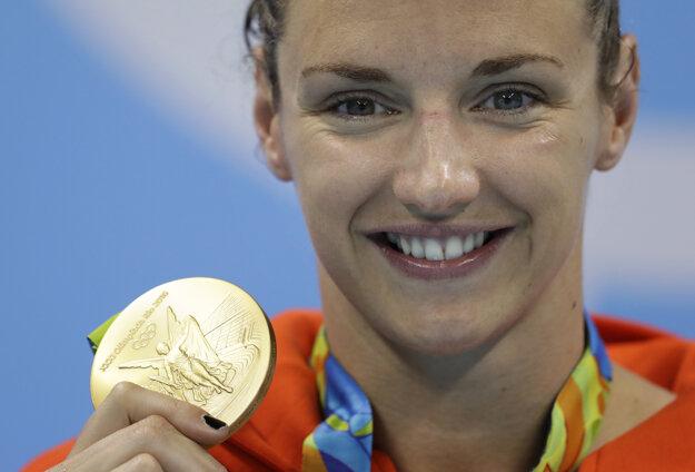 Hosszuová zbiera medaily ako na bežiacom páse.