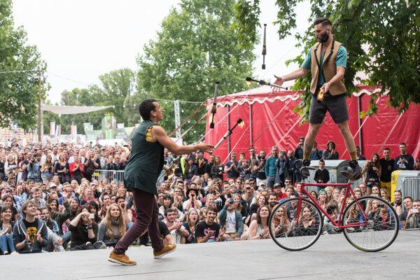 Pre návštevníkov tiež pripravujú vystúpenia DJ-ov, cirkusové atrakcie i exhibície bikerov.  ILUSTRAČNÉ FOTO