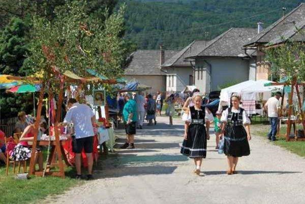 Remeselný festival vo Vlachove má svojskú atmosféru. Aj vďaka májom.