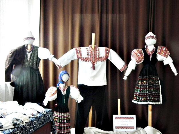 V kultúrnom dome bola výstava krojov z Púchovskej, Zliechovskej a Hornoporubskej doliny.