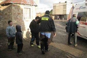 Rómske hliadky. V obciach posielali aj deti do škôl.