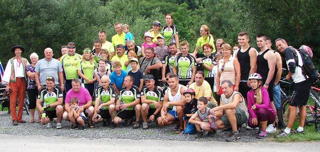 Bez práce týchto ľudí by športovo relaxačnú zónu v Podbieli nemali.