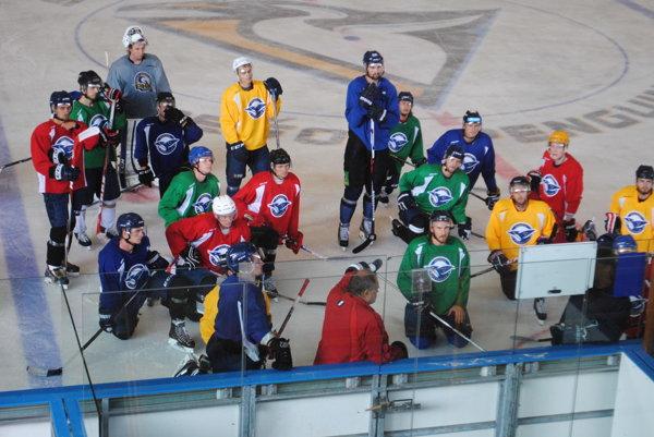 Prešov Penguins. Hokejisti začali sprípravou na ľade, aj sV. Mihálikom.