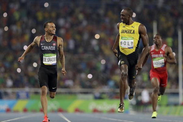 Usain Bolt počas víťazného behu stihne aj napomenúť súpera.