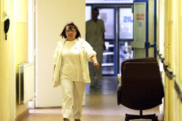 Zdravotné sestry tento týždeň dostanú napriek problémom vyššie platy.