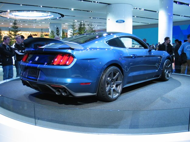 Ford Mustang Shelby GT350.
