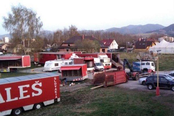 Prázdne priestranstvo využívajú v poslednej dobe na niekoľko dní do roka cirkusanti.