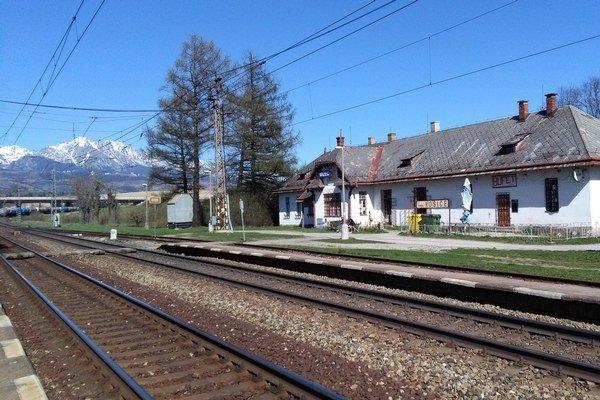 Vlakovú stanicu si opravia Važťania sami.